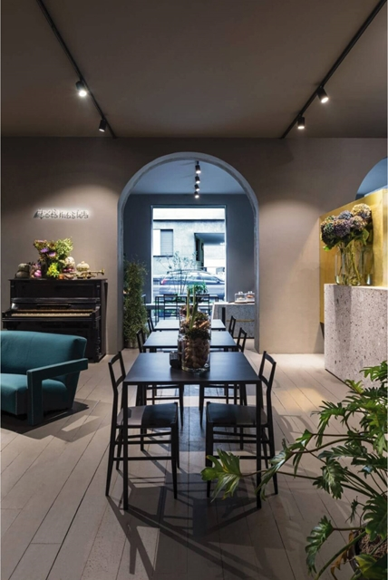 interni di design di Potafiori ideati dallo studio di Architettura Storage Associati