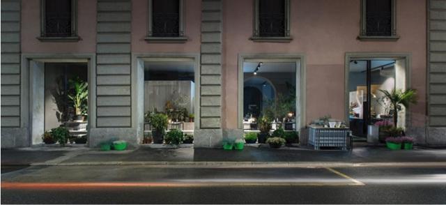 l'esterno di Potafiori Milano è tutto a vetrata