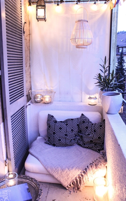 creare atmosfera con le candele sul nostro balcone