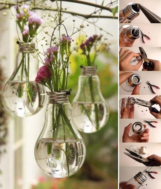 decorare i balconi con lampadine sospese e fiori recisi