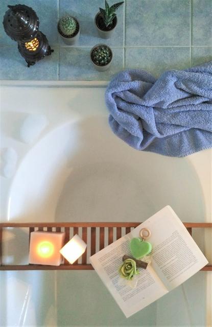 rilassati con un bagno caldo un libro musica