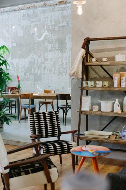 locali di design - concept restaurant La Menagere: un angolo con oggetti dello store
