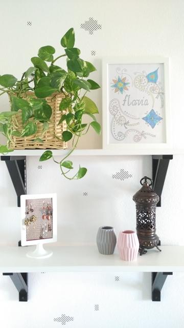 una pianta un disegno dei vasi colorati e washi tepa per personalizzare una parete