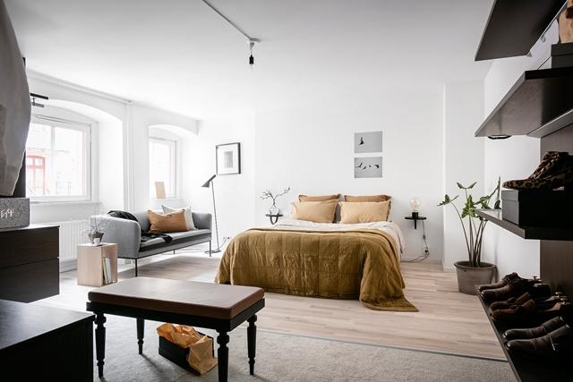 camera da letto sui toni terracotta