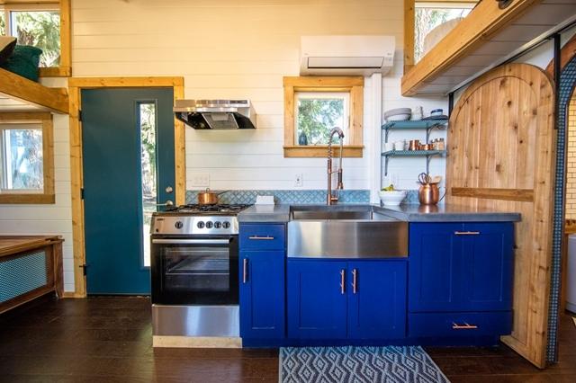 cucina blu moderna piccola casa
