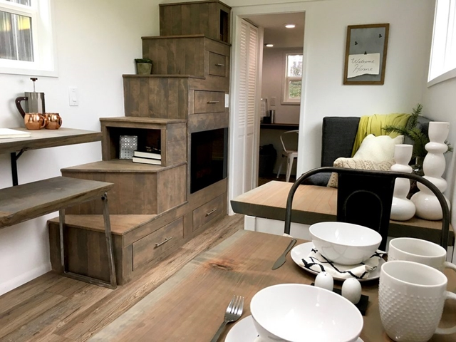 angolo living e tavolo da pranzo piccola casa