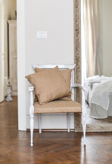 b&b-di-charme-camera-buona-sorte-dettaglio-sedia