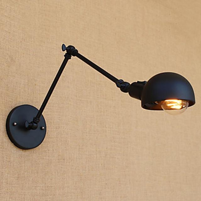 rinnovare il bagno con una lampada low cost nera a braccio
