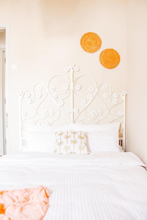 un viaggio in un hotel di design a lisbona testata del letto