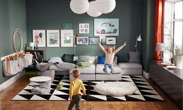 soggiorno organizzato anche per fare spazio ai giochi dei bambini dal nuovo catalogo ikea 2018