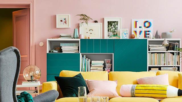 divano giallo e mobile verde dal nuovo catalogo ikea 2018