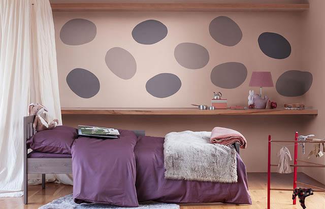 la tendenza casa è il colore heartwood per la camera da letto abbinato al viola