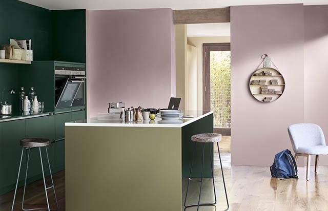 la tendenza casa è il colore heartwood per la cucina abbinato col verde