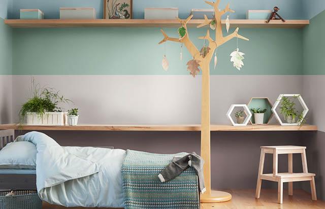 cameretta con le pareti colorate heart-wood verde e azzurro