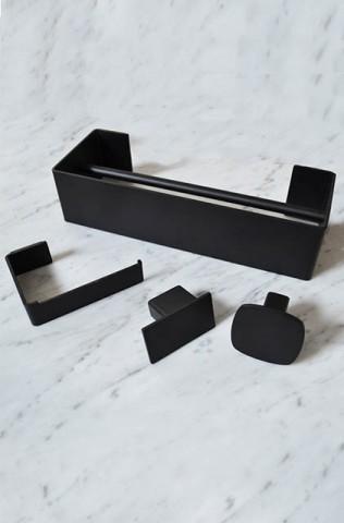 tendenza bagno accessori geometrici neri stile scandinavo