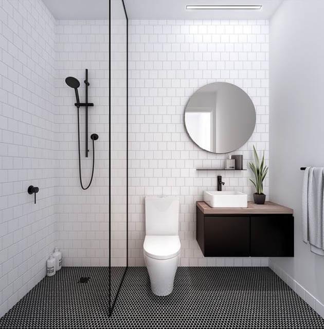 tendenza bagno stile scandinavo rubinetteria nera con pavimento bianco e nero