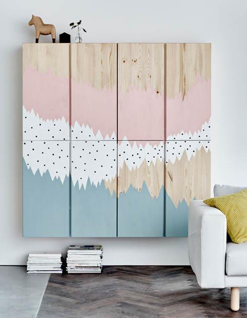 combinazione di mobili ivar ikea dipinti con toni pastello rosa azzurro e bianco a pois