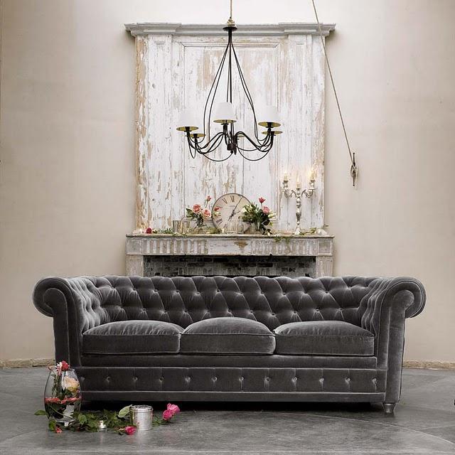 divano chesterfield grigio