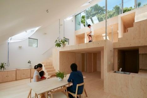 zona giorno minimalista di una casa giapponese