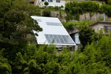 vista esterna di una moderna casa giapponese in collina