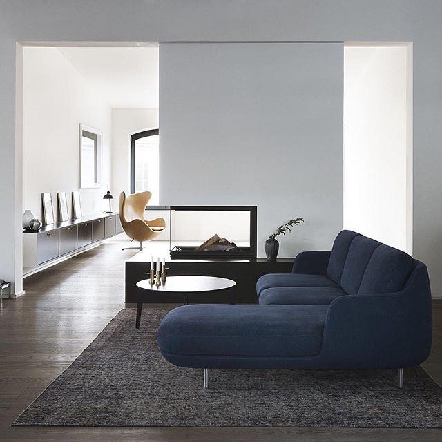 moderno divano in velluto blu
