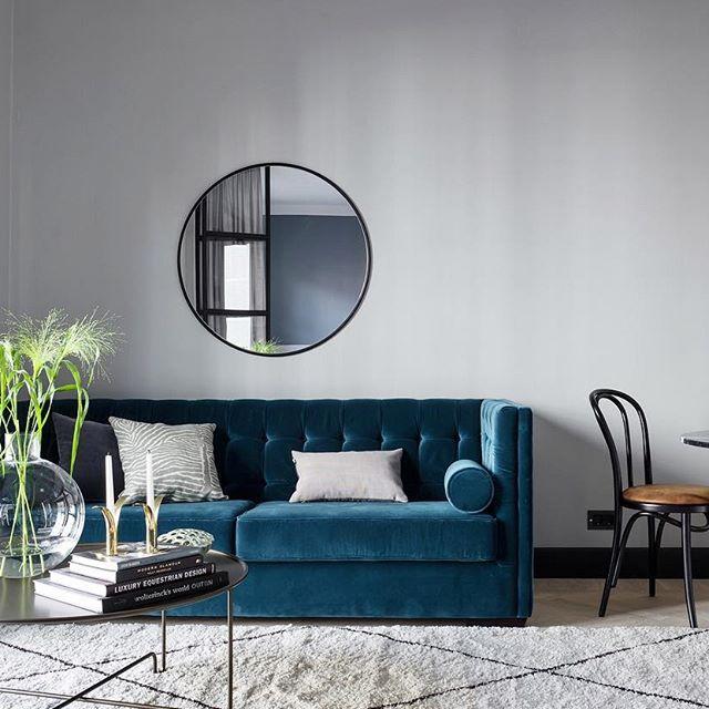 sofisticato divano blu in velluto