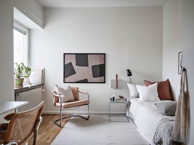 letto singolo con lenzuola di lino e cuscini