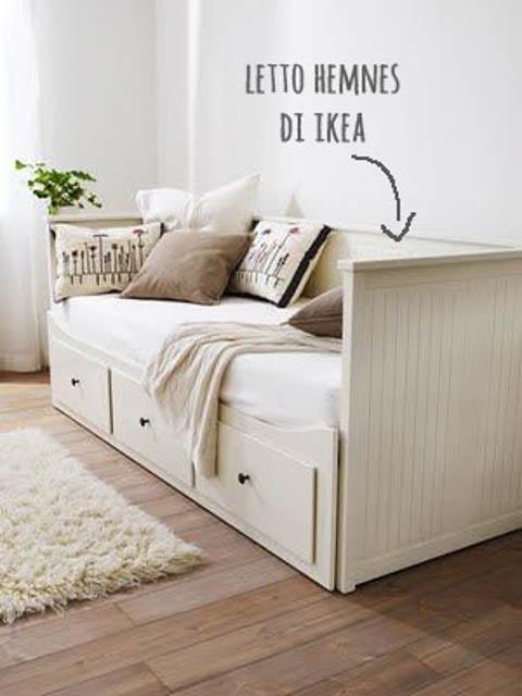 letto singolo ikea con cuscini